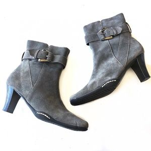 Aerosoles Suede Gray Ankle Boots Size 5.5